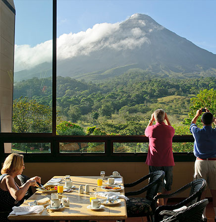 Enjoy an spectacular view of the Arenal Volcano from the restaurant of Arenal Kioro Resort.
