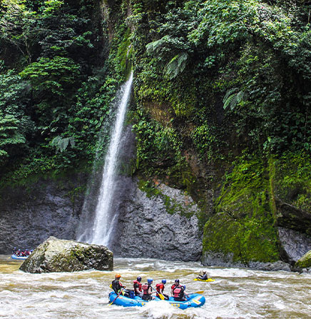 Whitewater rafting in Pacuare River, class III-IV